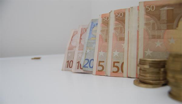 euro-monede-bancnote-bani