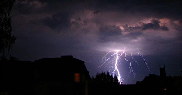 fulger-furtuna-ploaie