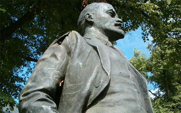 statue-lenin-rusia