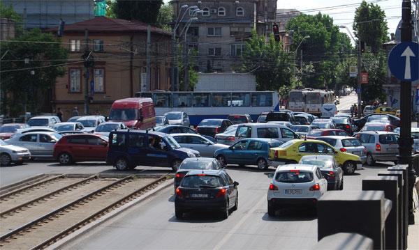 intersectie-aglomeratie-masini