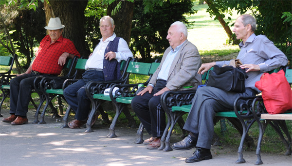 pensionari-parc-arhivafoto