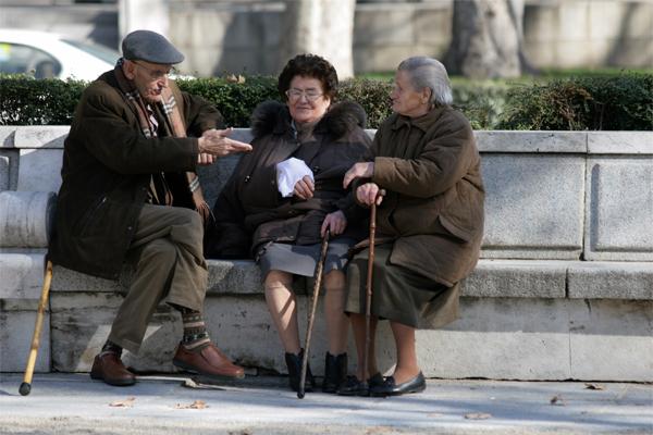 pensionari-batrani-vorba