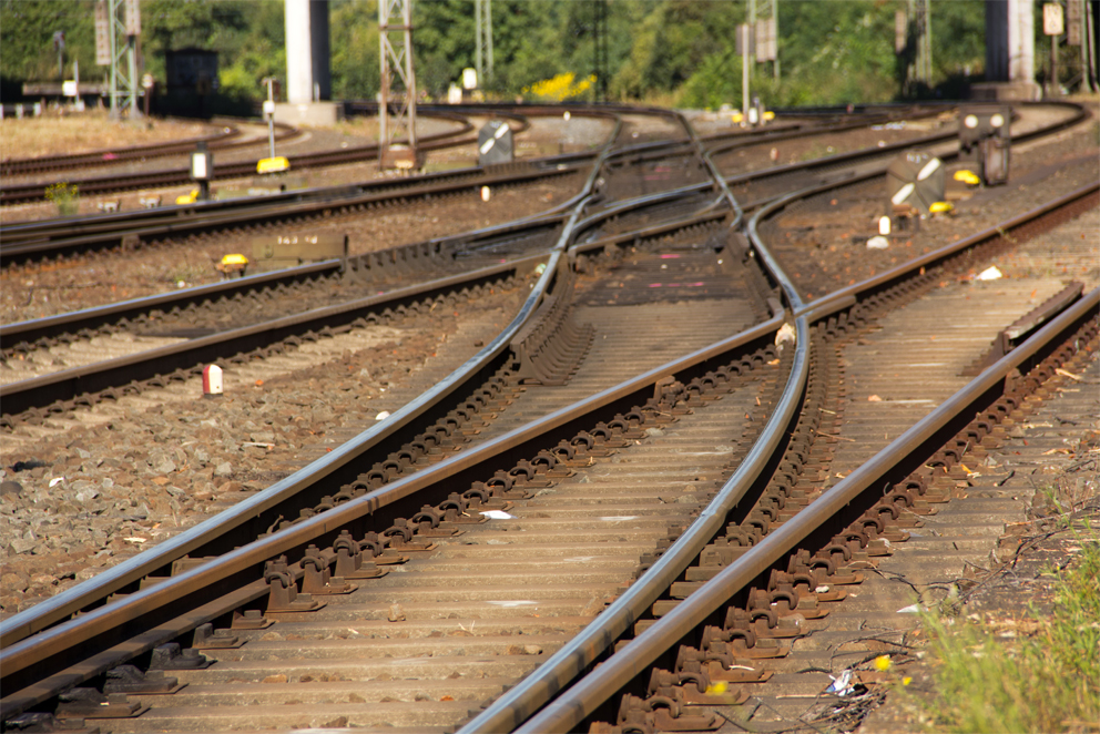 cai-feroviar-trenuri